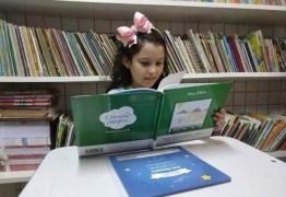 Escola promove noite de autógrafos com livros escritos por estudantes em Campina Grande