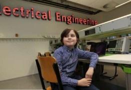 Pais tiram criança de universidade após se negarem de formá-lo engenheiro antes dos 10 anos