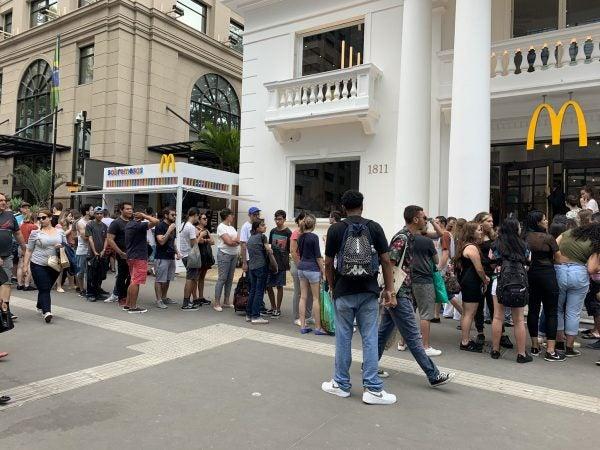 BLACK FRIDAY DEPRESSÃO: Funcionários de redes de fast-food relatam pressão na guerra do consumismo