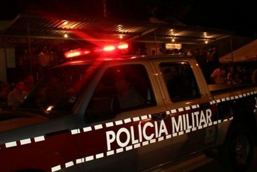 policia militar   sertao - Motorista perde controle de veículo, colide com árvore e capota no Centro de JP