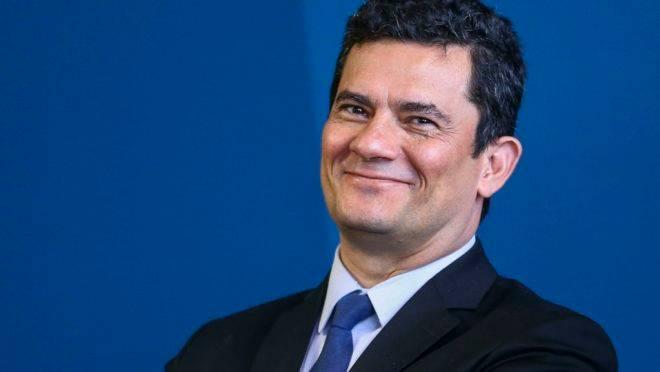 sergio moro sorrindo 660x372 - RODA VIVA: Lista de entrevistados teria sido submetida à aprovação de Sergio Moro