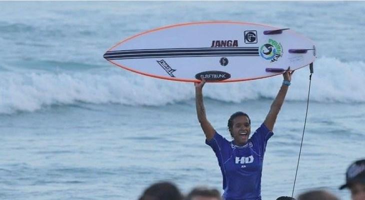 surf 300x164 - Júlia Santos se consagra campeã brasileira do circuito CBSurf 2019