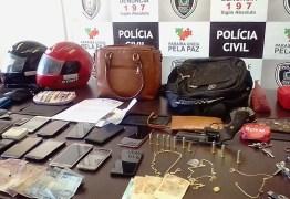 Suspeitos são presos no momento em que dividiam produtos roubados