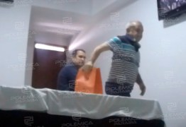 NOVO VÍDEO: Prefeito afastado pela PF aparece recebendo dinheiro da Coenco – ASSISTA