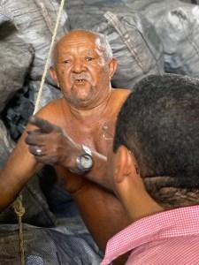 1ee74374 0561 46b1 9a47 847f2a0435de 225x300 - DE OLHO NAS ELEIÇÕES: Nilvan Ferreira faz visita ao Mercado Central e afina relação com população