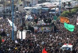 Multidão acompanha funeral de Qassem Soleimani no Irã