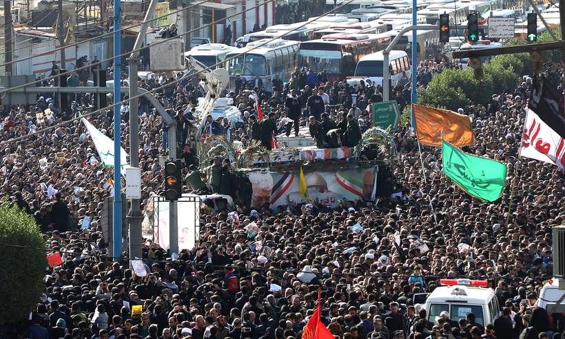 20200105084619485595i - Multidão acompanha funeral de Qassem Soleimani no Irã