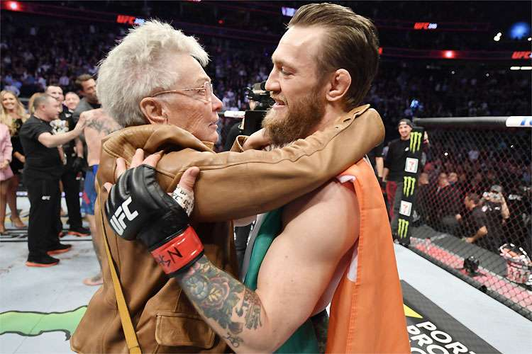 20200119210830468455o - UFC: McGregor recebe carinho da avó de Cerrone após vitória em Las Vegas