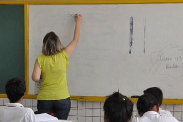 232023 - Bolsonaro suspende obrigatoriedade de dias mínimos do ano letivo, mas mantém carga horária