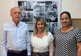 Em reunião com secretário de Saúde, Edna Henrique pede prioridade na implantação do Centro de hemodiálise e leitos de UTI no Cariri