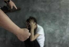Homem é preso após espancar três meninas com socos e pauladas