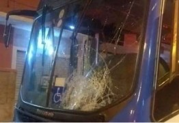Dois homens morrem após serem arrastados por 15 metros, durante colisão com ônibus