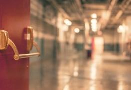 Menor é devolvido ao abrigo após família descobrir que ele era gay