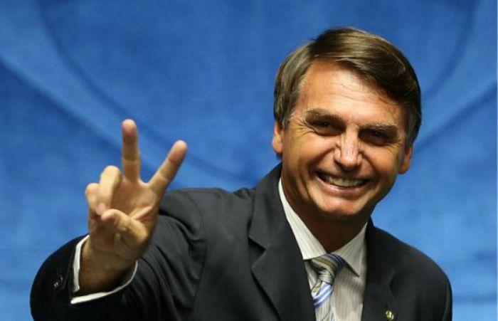 bolsonaro sorrindo - Bolsonaro diz que cancelaria investigações contra Flávio