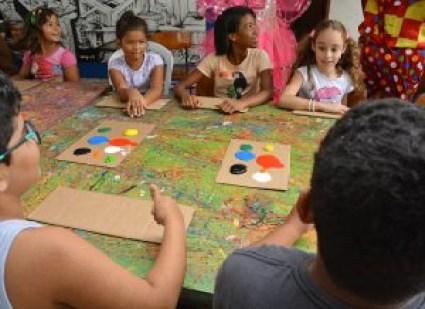 colôniadeférias centrocultmangabeira foto dayseeuzebio 21 300x218 - Prefeitura de João Pessoa inicia colônia de férias para mais de 14 mil crianças da rede municipal