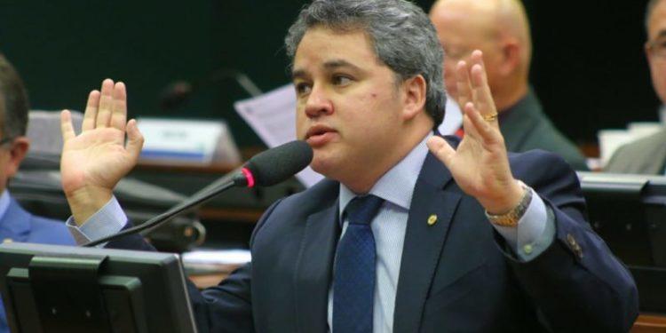 efraimfilho 750x375 - PERGUNTAR NÃO OFENDE: o PDT irá continuar 'paquera com o DEM' visando a PMJP mesmo após delação de Burity citando Efraim Filho?