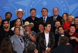 Sertanejos encontram Bolsonaro e chamam meia-entrada de 'injustiça histórica'