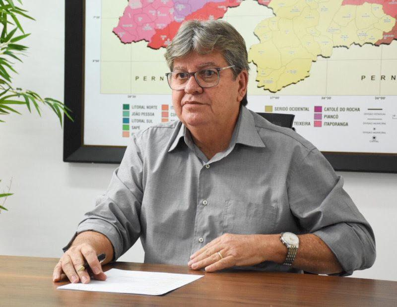 joao azevedo - GIRA MUNDO: João Azevêdo participa do pré-embarque dos estudantes selecionados