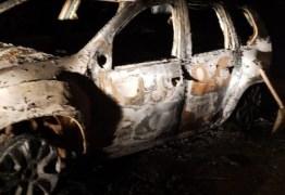 Corpo carbonizado é encontrado dentro de carro em rodovia, na Paraíba