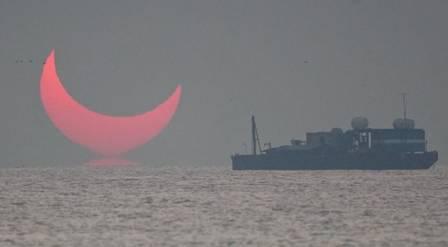 xblog devil 3.jpg.pagespeed.ic .cwEEqDN zY - Fotógrafo registrou 'chifres do Diabo' no horizonte do Golfo Pérsico