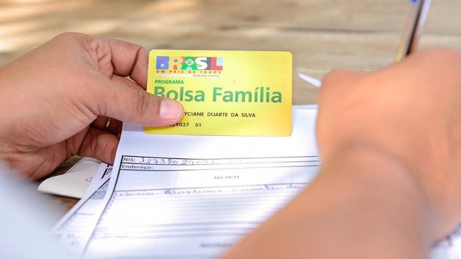 11jun2015 beneficiaria do programa bolsa familia 1582076304913 v2 900x506 - BENEFICIÁRIOS EXCLUÍDOS: Cortes no Bolsa Família impulsionam aumento da extrema pobreza no Brasil