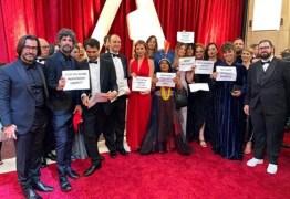 OSCAR 2020: Petra Costa e equipe fazem protesto no tapete vermelho