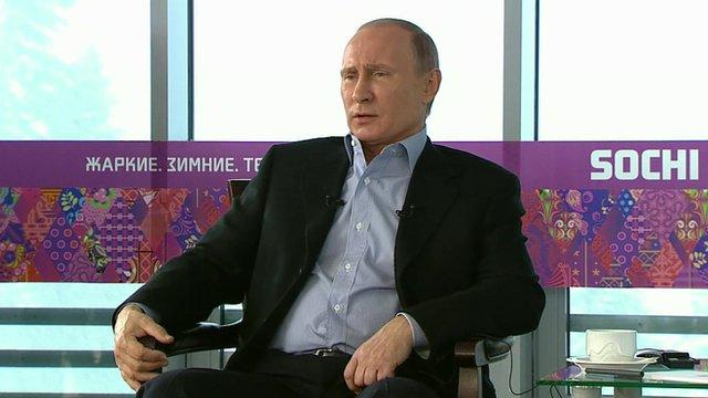 72364875 72364874 - Vladimir Putin afirma que casamento homoafetivo não será aprovado na Rússia, 'Pai e Mãe'