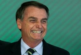 Bolsonaro faz piada com presidente da Embratur que é nordestino: 'tem cabeça grande?'