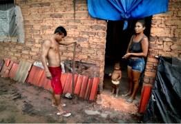 Bolsonaro trava Bolsa Família em cidades pobres e fila chega a 1 milhão