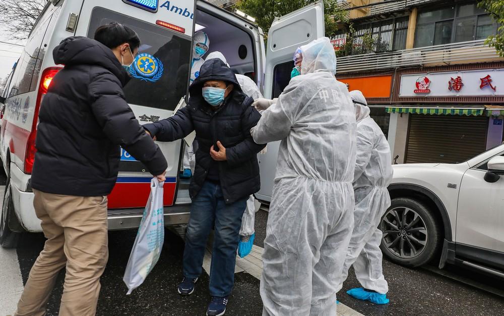 ap20026827065654 - China muda metodologia, e epicentro do coronavírus registra 242 mortes e 14,8 mil casos em 1 dia