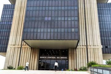 banco central abr 30091923894 - Bancos passam a cobrar dólar do dia da compra com cartão