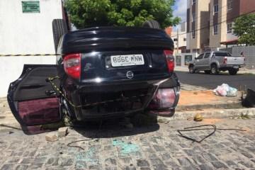 capota2 - Capotamento de carro deixa motorista ferido no bairro dos Bancários
