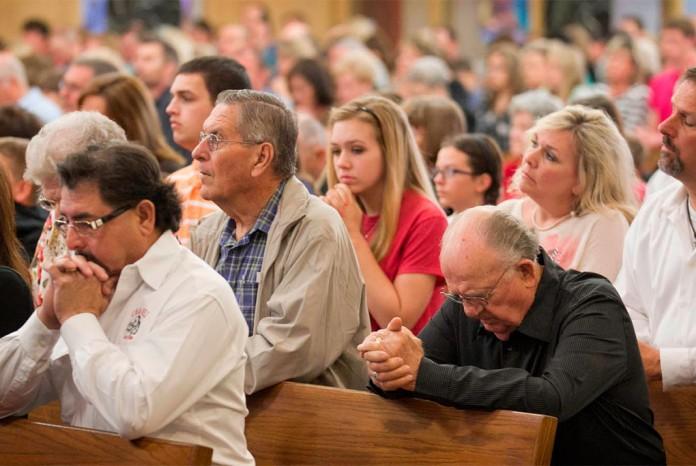 igreja catolica fieis - Justiça determina que cultos religiosos não sejam considerados serviços essenciais