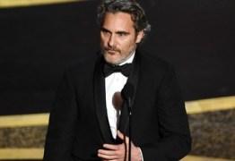 Joaquin Phoenix discursa sobre temas urgentes: 'Devemos usar nossas vozes para os que não têm voz' – VEJA VÍDEO