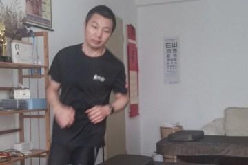 QUE DISPOSIÇÃO! Maratonista chinês corre 50 km dentro de casa durante quarentena