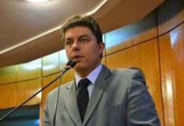 """Remendo"": diz Raoni Mendes sobre a falta de concurso público na gestão de Luciano Cartaxo  – VEJA VIDEO"