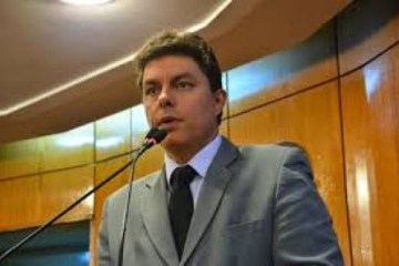 """raoni - """"Remendo"""": diz Raoni Mendes sobre a falta de concurso público na gestão de Luciano Cartaxo  - VEJA VIDEO"""