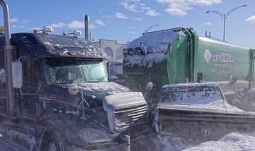 xblog canada 2.jpg.pagespeed.ic .pwO1p7RpEq - Megaengavetamento com 200 carros mata dois e deixa 100 feridos no Canadá - VEJA VÍDEO