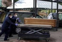CRISE DO CORONAVÍRUS: Funcionários de asilo abandonam idosos e militares encontram corpos ainda nas camas