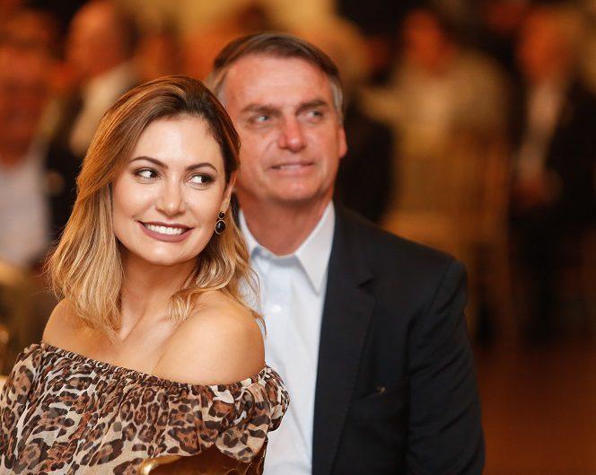 1351319812 - REVELAÇÕES: No Pará Michelle dança carimbó e Bolsonaro confessa que ela é 'madrinha' de Damares; VEJA VÍDEO