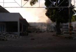 Incêndio em lixão atinge loja desativada em João Pessoa