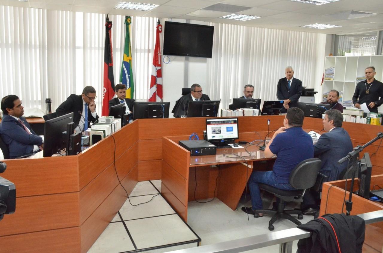 Audiencia de custodia Fabiano Gomese Juiz Adilson Fabricio 11 03 20 6 - MOTIVO DA PRORROGAÇÃO: Fabiano Gomes usou indevidamente nome de investigadores para ameaçar atual e ex-secretário de comunicação