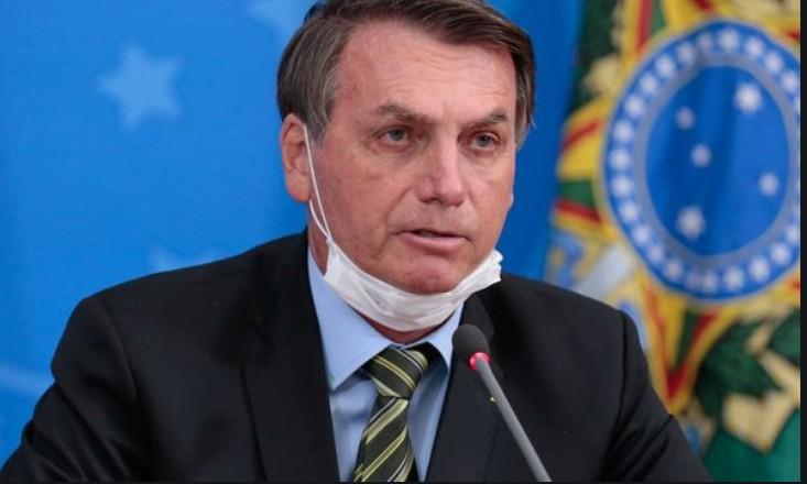 'Se mudar o presidente, resolve?', questiona Bolsonaro sobre coronavírus