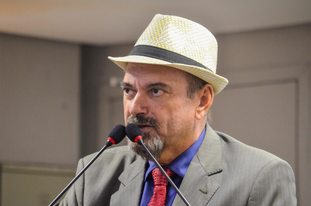 Deputado Jeová Campos participou da sessão remta e elogiou iniciativa da Casa em votar em regime de urgência - Jeová participa de primeira sessão remota da história da ALPB e afirma que foi uma saída para trabalhar sem riscos à saúde de ninguém