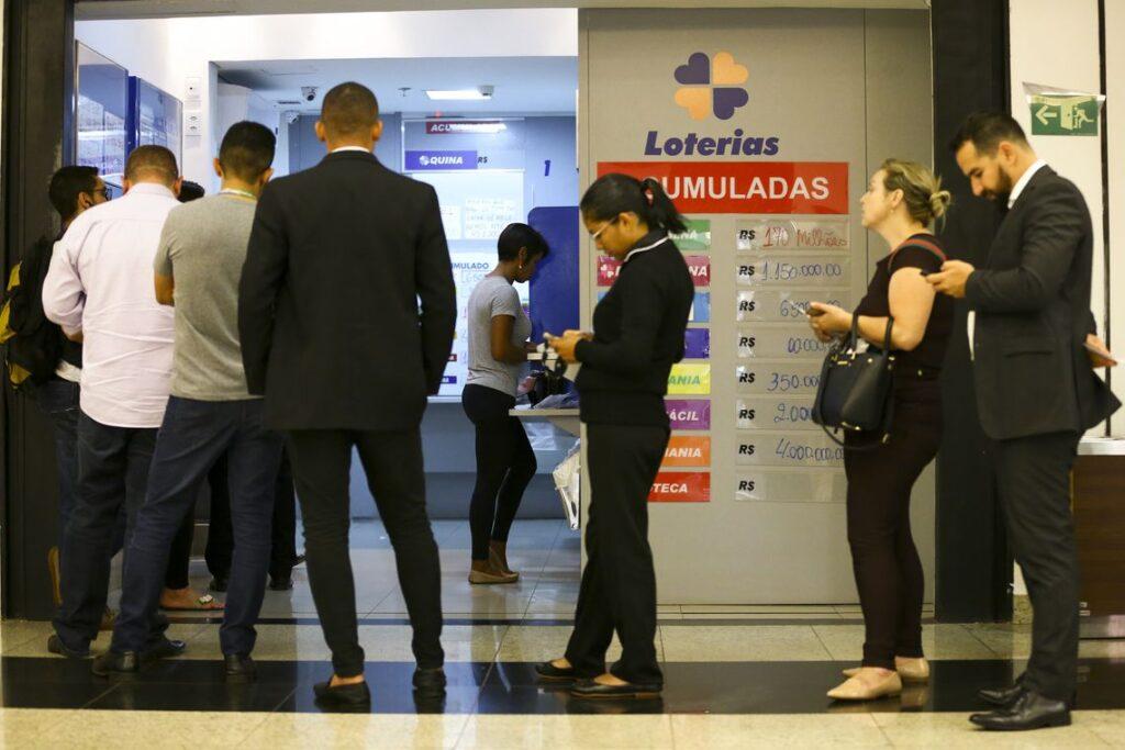 Loteria Foto Marcelo Camargo Agência Brasil 1024x683 1 - Governador João Azevêdo autoriza, com restrições, reabertura de bancos e lotéricas