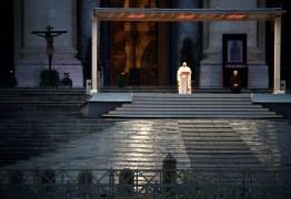 VEJA VÍDEO: Em prece solitária, Papa Francisco concede indulgência plenária por pandemia de Coronavírus