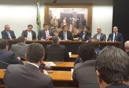 Governo se reúne com deputadospara discutir sobre o coronavírus