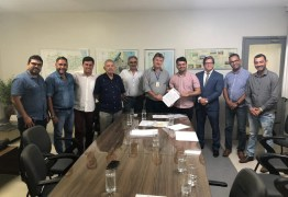 Berg Lima assina convênio com a Cagepa para esgotamento sanitário e abastecimento do município