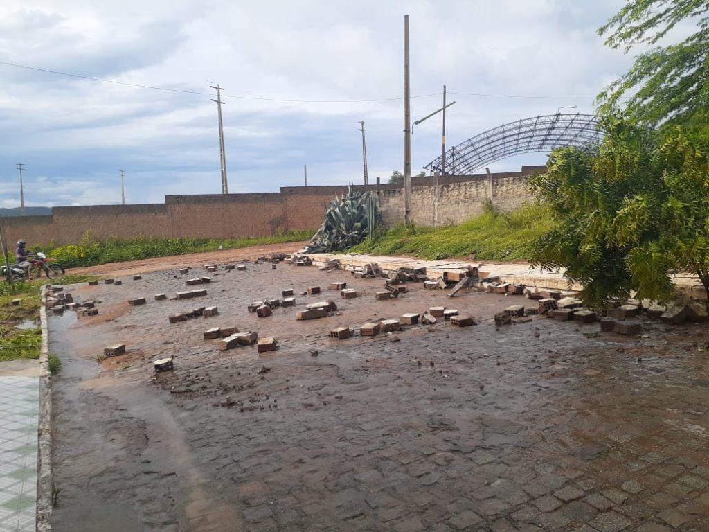 WhatsApp Image 2020 03 23 at 07.41.50 1024x768 1 - TUDO ALAGADO: chuva forte causa estragos em cidade sertaneja - VEJA IMAGENS