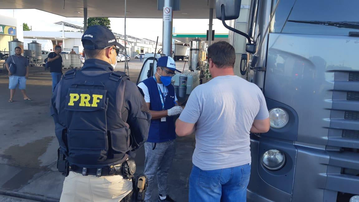 WhatsApp Image 2020 03 27 at 16.47.39 - PRF orienta caminhoneiros sobre medidas de prevenção ao Covid-19 na Paraíba